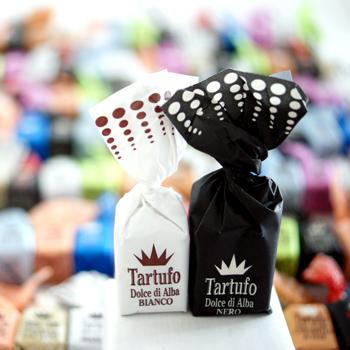 Trüffelpralinen von Tartuflanghe Tartufo Dolce di Alba a 14g, 7x NERO schwarze und 7x BIANCO weiße gemischt in Foliebeutel mit Schleifenband - 190 g - Folietüte